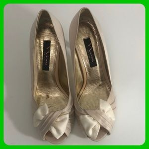 The touch of Nina women's heels size 7